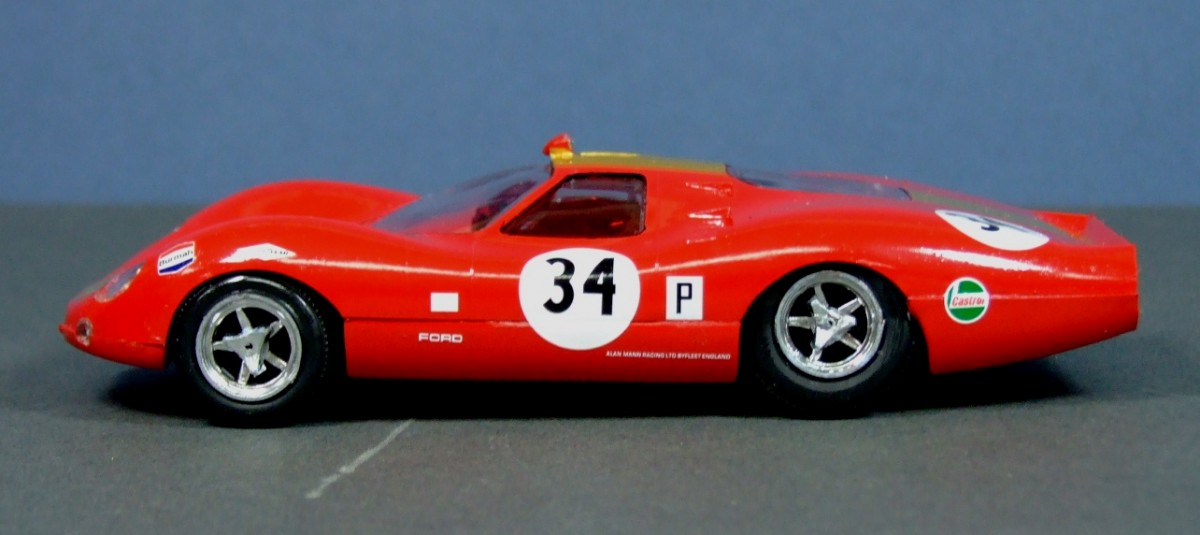 Ford 3 litre GT, 1:32