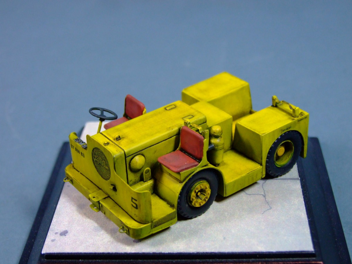Royal Navy 1960s Carrier Deck Tractor, 1:48